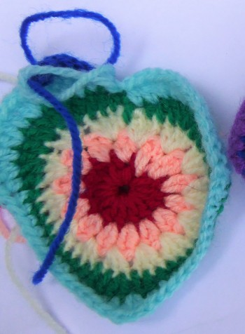 Following sunburst pattern, but explanding to 7 colours. Was turning out way too big so I abandoned it.