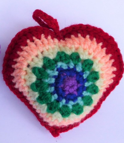 Reversed the colours to give the heart a red edge. I also crocheted the two sides together instead of stitching them, which is faster for me, and gave me a chance to put a little picot stitch at the bottom to emphasise the point.