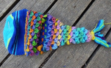 The tail is made with tubular dragon stitch, with decreases and a sideways bend. My first time trying this, so it was a bit of a challenge.
