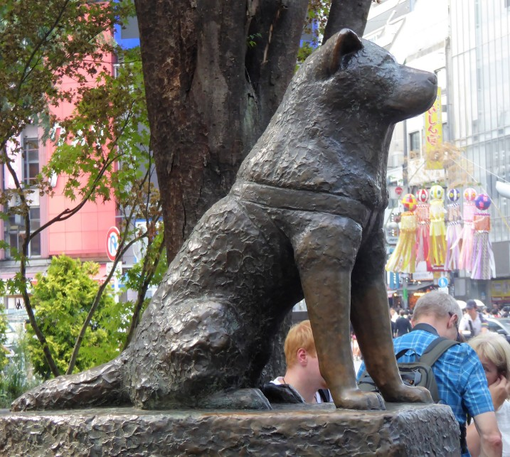 Of course I had to get a picture of the monument to the Hellbeast's distant relative, Hachiko the faithful Akita.
