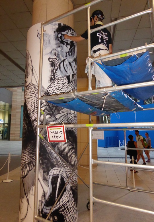 A street art competition happening in the pedestrian tunnel/shopping complex between the station and the hotel.
