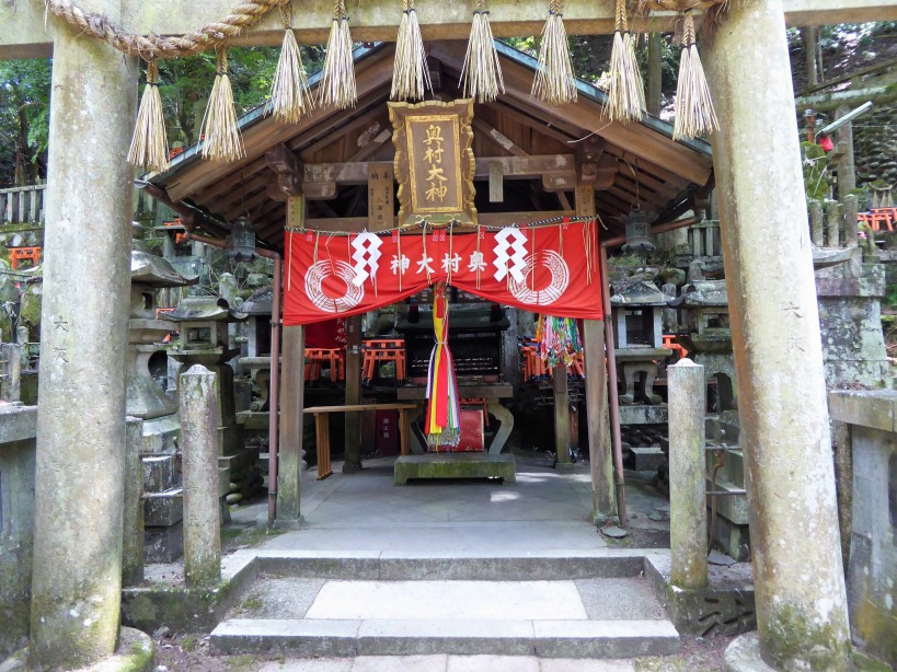 The shrine flanked by two horses.