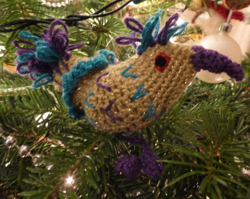 Experimented a bit more with the bird shape making this decoration for a friend.