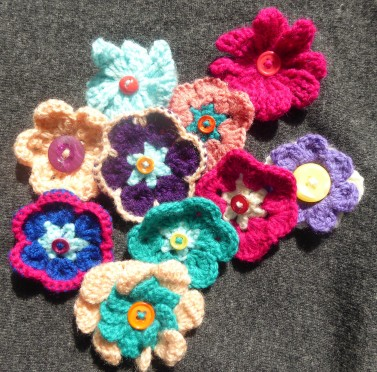 It took me a few gos to get the hang of African flower hexagons, but they are fun to make.Some of the failed ones became brooches. I also brushed up on some other flower techniques.