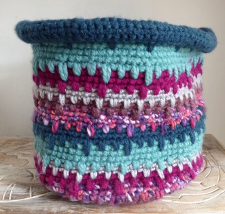 Back to making some more chunky yarn baskets. This one is inspired by London winter twilight and the lights on the Thames.